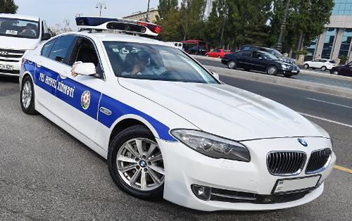 Rüşvət alarkən görüntüsü yayılan polis əməkdaşı ölüb - RƏSMİ