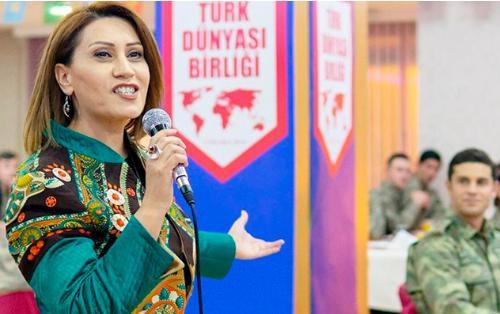 """Azərbaycanlı müğənni: """"Son damla qanıma qədər """"mehmetçiyə"""" dəstəyəm"""" - VİDEO"""