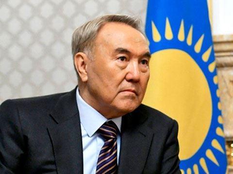 Nazarbayev azərbaycanlı yazarı təltif etdi