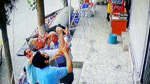Balkondan Düşen 2 Yaşındaki Elifi Havada Böyle Yakaladılar VİDEO