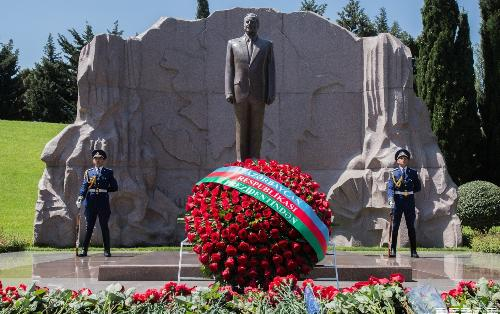 Heydər Əliyevin vəfatından 16 il ötür
