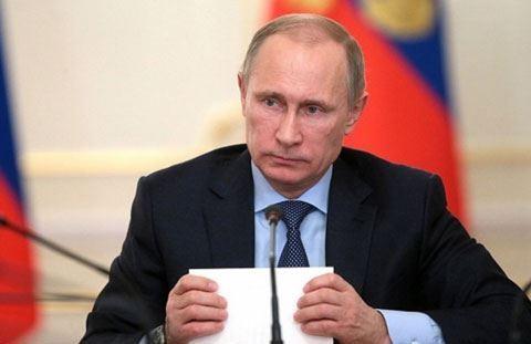 Putin Quran ayəsi oxuyarkən tərcüməçi çətin anlar yaşadı - VİDEO