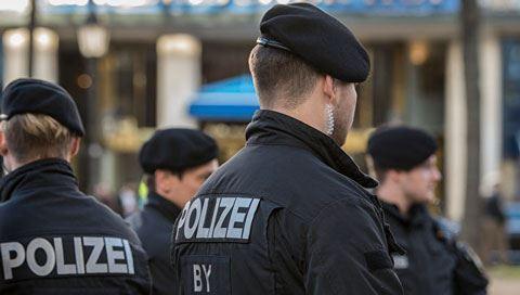 Almaniyadan qovulan miqrantlar: onlar polisi cırmaqlayır, tüpürür, təpik atır...