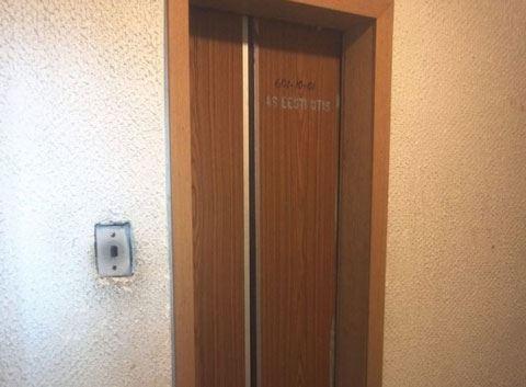 Bakıda lift 7-ci mərtəbədən birinci mərtəbəyə düşdü - VİDEO