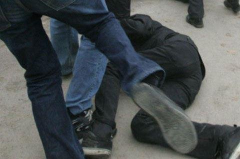 Bərdədə heyvan bazarında gənc oğlanı ölümcül döydülər