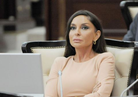 """""""Dua edirəm ki, bu bəlanı evlərimizdən və ailələrimizdən uzaq etsin!"""" - Mehriban Əliyeva"""