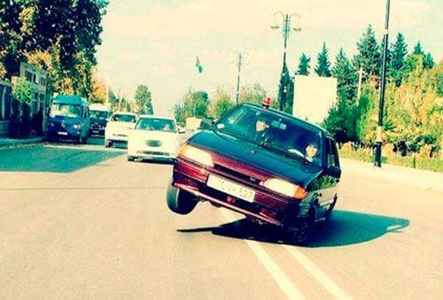 """Bakıda taksi yol polisinin qarşısında """"avtoş""""luq etdi  - VİDEO"""