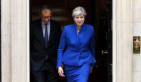 Тереза Мэй уйдет в отставку 7 июня