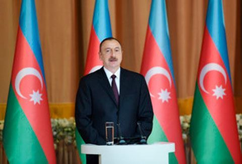Prezident tanınmış şairə mənzil verdi - FOTO