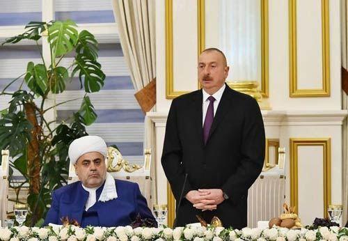 """Prezident Allahşükür Paşazadəyə """"Heydər Əliyev"""" ordenini təqdim edib"""