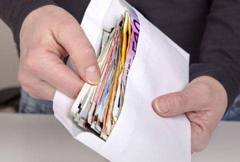 В Баку женщину обманули на 240 тысяч долларов