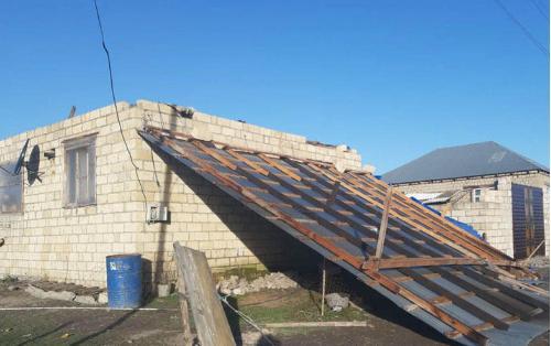 В Губе сильный ветер сорвал крышу дома