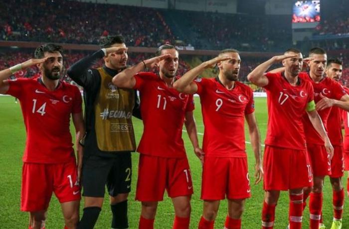 Türkiyə millisinin hərbi salamı UEFA tərəfindən araşdırılacaq
