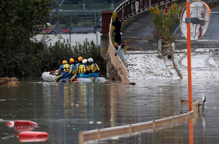 Yaponiyada təbii fəlakət nəticəsində ölənlərin sayı 40-a çatıb - FOTO