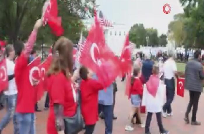 """Ağ Ev qarşısında """"Barış Pınarı"""" hərəkatına dəstək"""