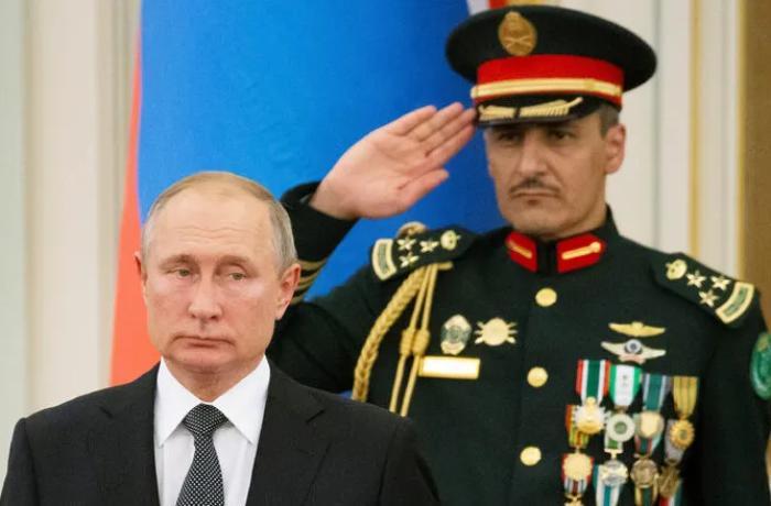 Putin Səudiyyə Ərəbistanında Rusiya himnini eşidib şok oldu - VİDEO