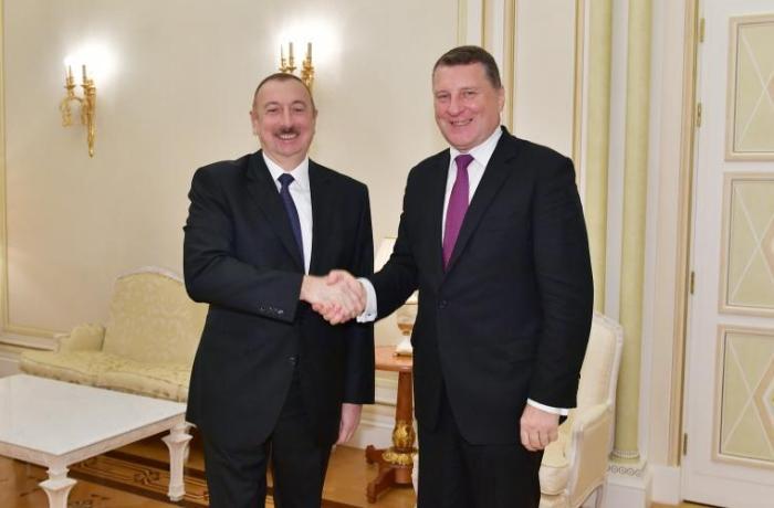 İlham Əliyev Latviyanın sabiq Prezidenti ilə görüşüb