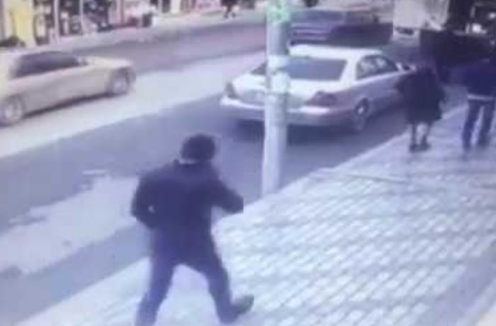 Azərbaycanlı iş adamı Moskvada bankdan çıxarkən öldürüldü, 50 min dolları aparıldı - ANBAAN VİDEO