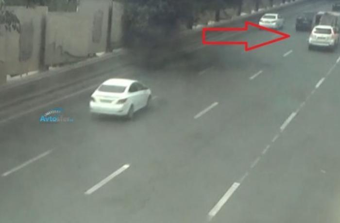 Bakıda AĞIR QƏZA: Yolda xarab olan maşına arxadan çırpıldı - REAL VİDEO