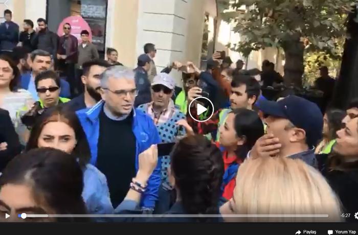 Bakının mərkəzində İlqar Məmmədovun iştirakı ilə aksiya keçirilir: Polis müdaxilə edir -  VİDEO