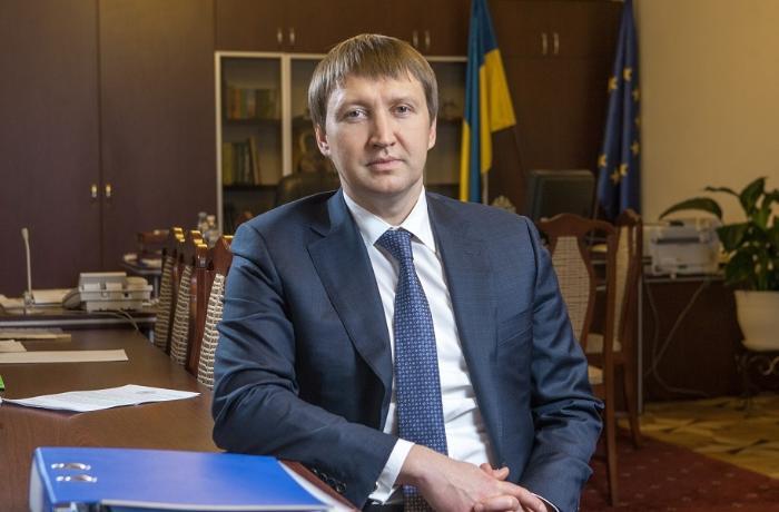 Ukraynanın sabiq naziri öldü