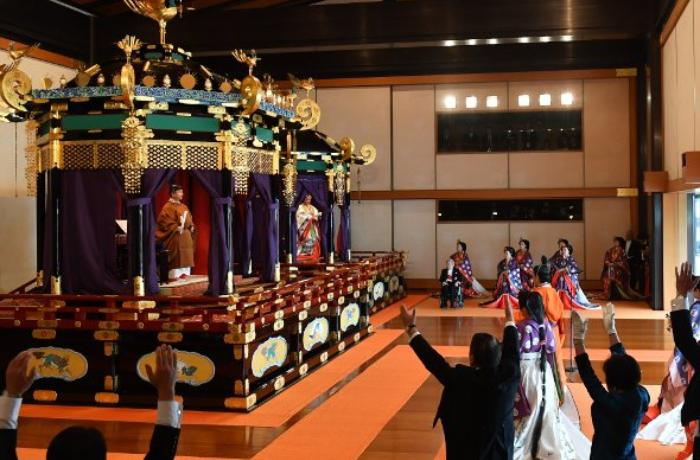 Yaponiyada yeni imperator taxta çıxdı