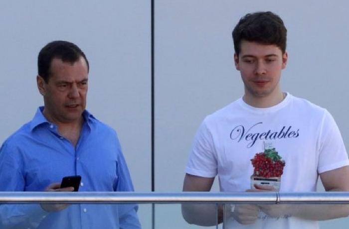 Medvedevin 24 yaşlı oğlunun erməni sevgilisinin FOTOLARI YAYILDI