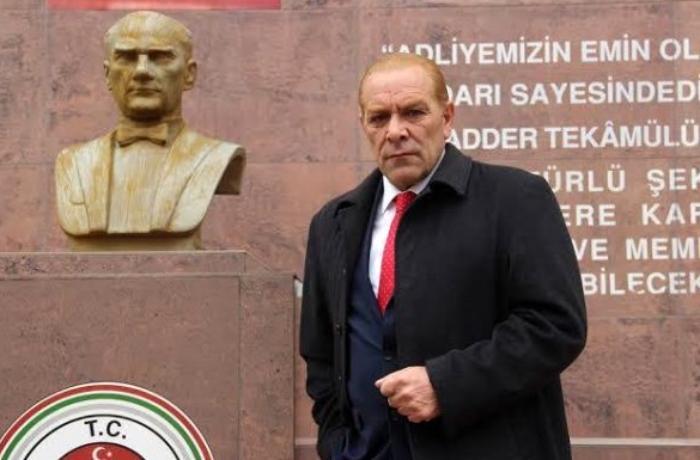 Atatürkü təqlid edən şəxsə sərt reaksiya - VİDEO