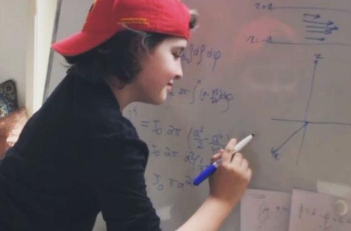 Dünyanın ən gənc məzunu elektrik mühəndisi olacaq - 9 yaşında