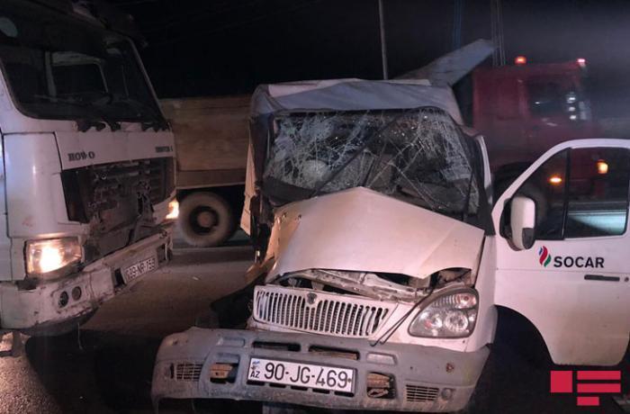 Bakıda 2 yük avtomobili toqquşub, sürücünün oğlu ölüb