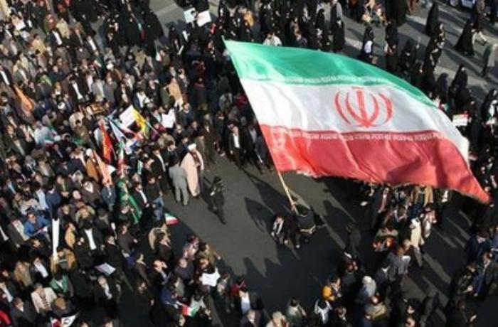 İranda hökumət etirazçılara qarşı tankdan istifadə edir? – VİDEO