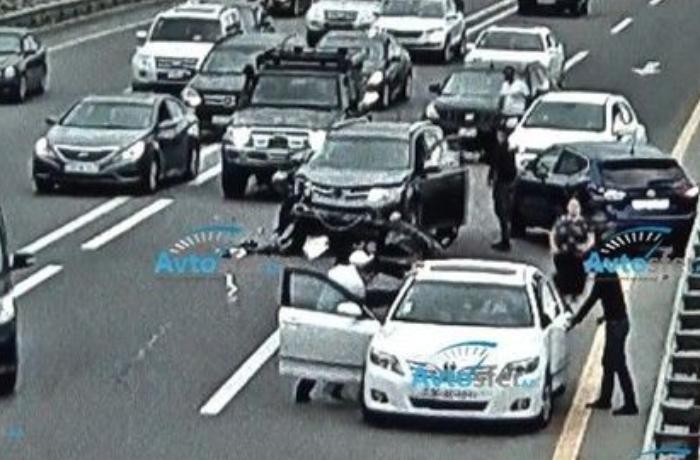 Bakıda 5 avtomobil toqquşdu: sürücülər arasında dava düşdü - ANBAAN VİDEO