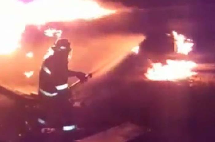 Biləsuvarda içərisində 38 ton benzin olan yanacaqdaşıyan avtomobil yandı, ÖLƏN VAR - VİDEO