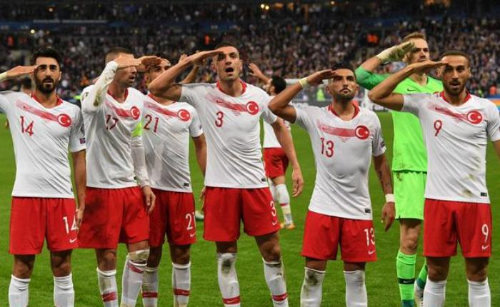 """UEFA türk futbolçuların """"əsgər salamı"""" ilə bağlı QƏRAR VERDİ"""