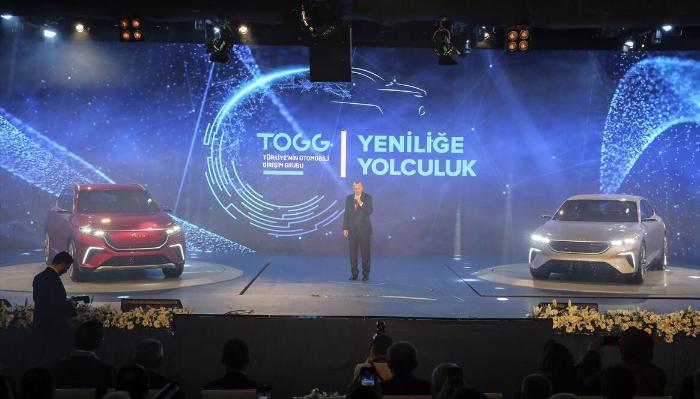 Cumhurbaşkanı Erdoğan Türkiye'nin yeni otomobilini tanıttı