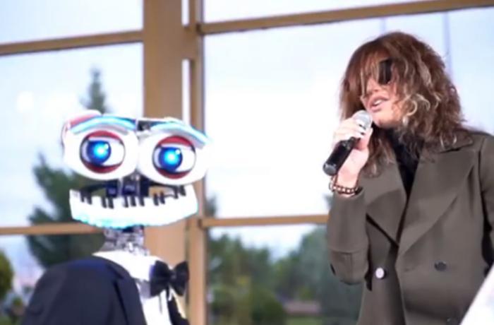 Xalq artisti Röya robotla mahnı oxudu - VİDEO