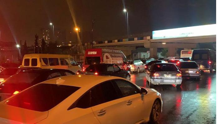 Avtovağzal yaxınlığında avtomobil yanır, Sumqayıt-Bakı şosesində tıxac yaranıb - ANBAAN VİDEO