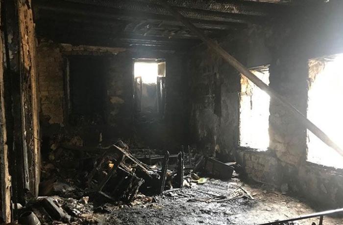 Dəhşətli qətlin təfərrüatı: Dostunu evinə çağırdı, odunla və bıçaqla öldürdü, evi yandırdı