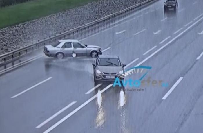 Yağışlı havada baş verən dəhşətli qəzalar - ANBAAN VİDEO
