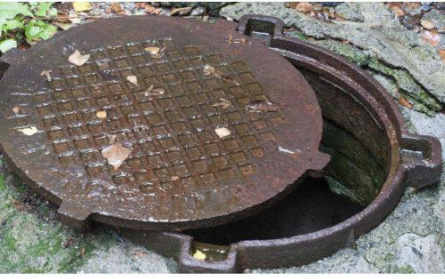 """""""Azərsu"""" 186 manata kanalizasiya qapağı alır - İşlənmişi 40 manata satılır"""