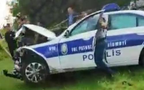 Bakıda yol polisi avtomobili qəzaya düşdü