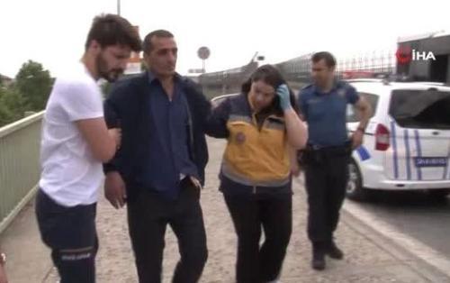 Азербайджанец ударил себя ножом на глазах у прохожих