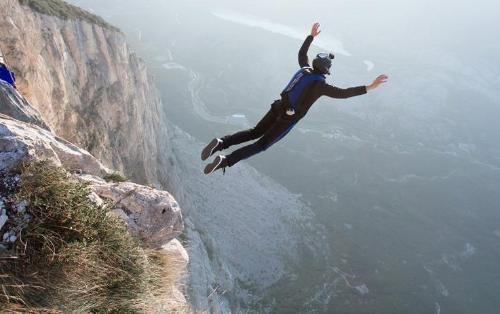 Maceraperestin korkunç ölümü: 3.000 metreden yere çakıldı