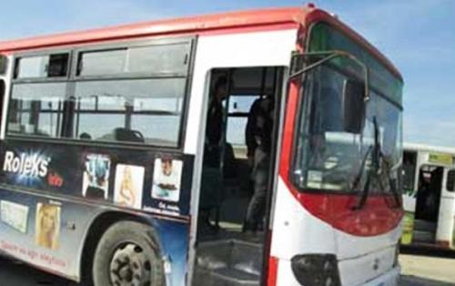 Bakıda məktəbliləri daşıyan avtobus qəzaya düşdü, yaralılar var