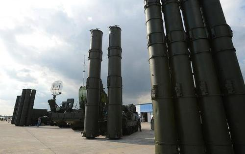 Two Russian air defense regiments to be rearmed with S-400 systems