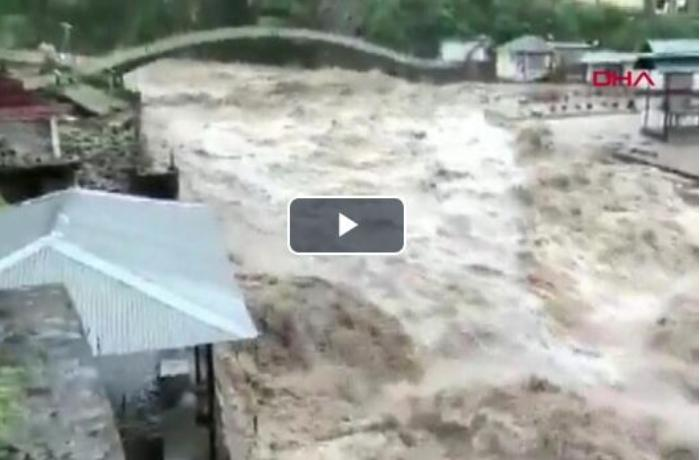 Hindistanda sel fəlakəti nəticəsində 58 nəfər öldü - VİDEO