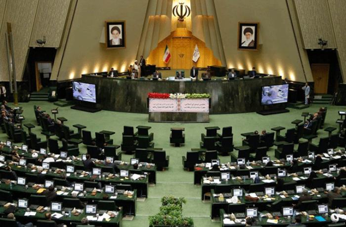Iranian parliament to review plane crash in open session