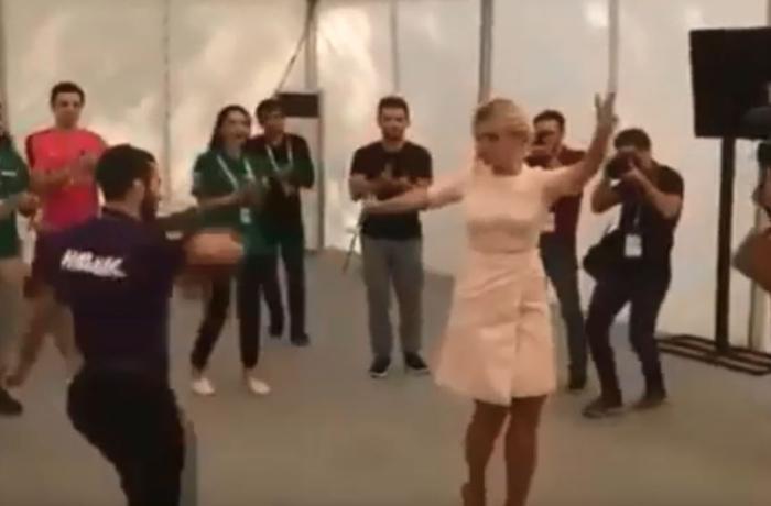 """Mariya Zaxarova """"Ləzginka"""" oynadı - VİDEO"""