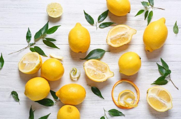 Dərini inkişaf etdirir, saç sağlamlığına yaxşı təsir edir - Limonun İNANILMAZ FAYDALARI