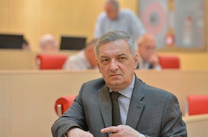 Gürcüstan parlamentinin vitse-spikeri məscidlə bağlı sual verən jurnalisti hədələyib